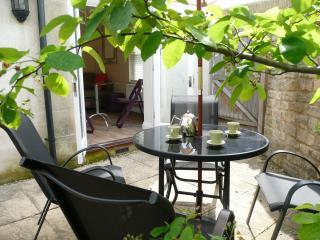 2803 - Courtyard Abode, Bath