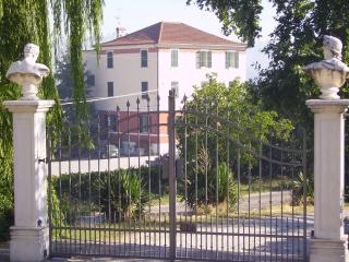 Villa Ovest, Montalto delle Marche