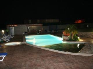 Apartamento con piscina y jacu