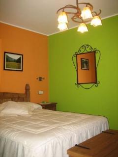 habitacion con cama de 1,5