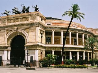 Ampio Monolocale per 4 in centro storico a Palermo