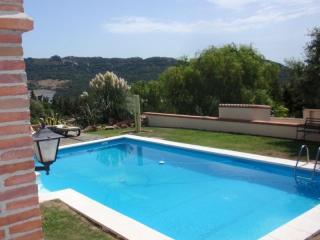 Bungalow con piscina comunitaria y conexion intern