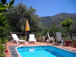 La Rueda,small,cozy and romantic retreat,private,heatable pool,a quiet oasis!