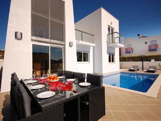 UP TO 10% OFF! VENTUS, Modern villa, Marina Albufeira w/pool, games room, WiFi