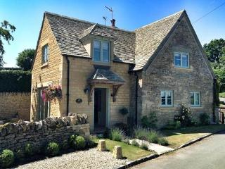 Longborough Cottage, 5 star cottage near Stow on the Wold & Daylesford
