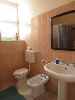 Bathroom with shower - Bagno con doccia