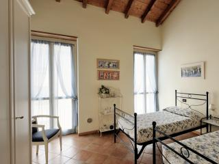 2 single beds-room at via Elia Capriolo, 15