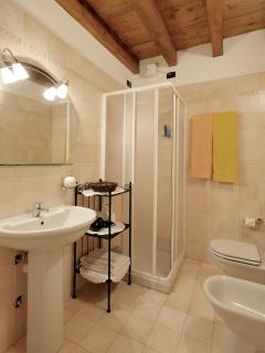 Bathroom at via Calzavellia, 13