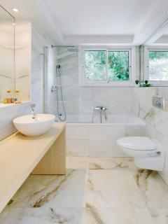 Master bathroom with L'Occitane goodies and white, cotton towels