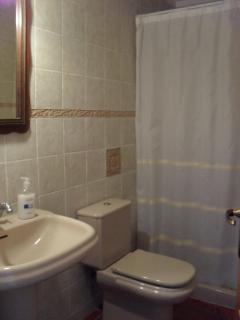 Bathroom on the ground floor - Baño en planta baja