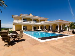 CASA FERREL Private villa with outdoor/indoor pool, Lagos
