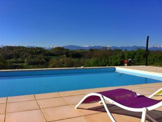 10x5m private pool with gorgeous panoramic mountain views, sun terrace and solar shower
