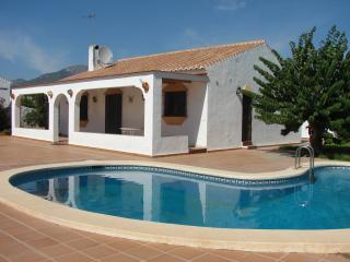 Villa Casa Conles, 3 BR, Private Pool, Parking