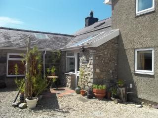 Converted Barn Dairy nr Beaches, Snowdonia & Park