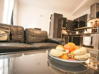 Stylish, open-plan 2 bedroom apartment near London's famous Brick Lane