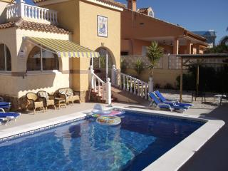 SUNNY HOLIDAY VILLA with POOL, ENGLISH TV and Wi-Fi