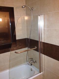 En-suite Shower & Bath