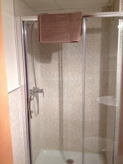Large double shower in Main Bathroom - Towels & Linen Provided