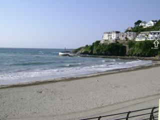 Plaidy Apartment is located overlooking East Looe beach and river