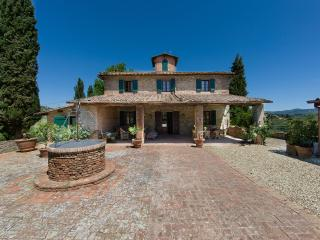 LUXURY TUSCAN VILLA IN CHIANTI WITH PRIVATE POOL, 20 MIN AWAY FROM FLORENCE