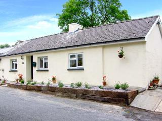 BANC BACH, detached cottage, pet-friendly, enclosed garden, in Cilcennin, Ref 914286, Aberaeron