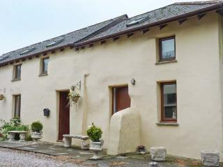 NO. 1 THE OLD COACH HOUSE, pet-friendly cottage by friendly pub, village