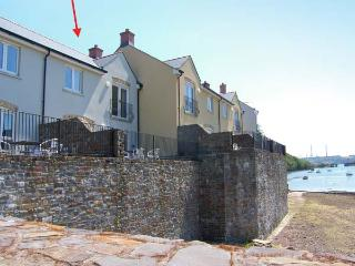 HERON, en-suite facilities, WiFi, terrace with furniture, bike/ kayak storage, direct access to beach, Ref 914769, Milford Haven