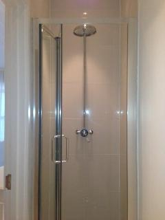 separate walk-in shower & wc
