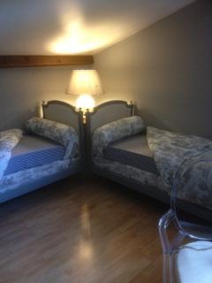 Grey bedroom for 2 kids
