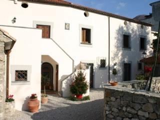cinco habitaciones (cuatro dobles y una cuádruple), Gragnano