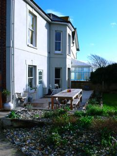GATE HOUSE IN THE HEART OF FRESHWATER BAY