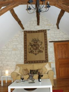 The lounge with vaulted ceiling and stone walls