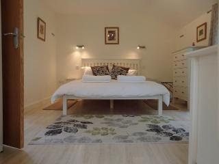 THE COACH HOUSE - bedroom 1 is king size with sumptuous Egyptian cotton bedding and linens