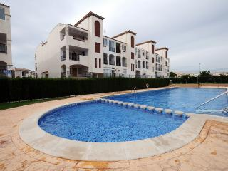 Punta Prima, Torrevieja Area, Holiday apartment, FREE WiFi, Air con, shared pool