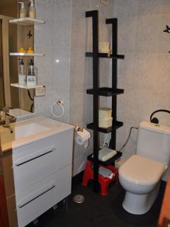 Baño compartido. Dispone de bañera y wc  infantil a petición
