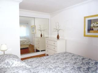 King size bed, double fitted mirrored wardrobe,drawers, woodstrip floor, black out blinds