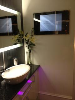 Bathroom TV with USB port,heated bathroom mirror with M+S towels and Luxury velvet bath robes
