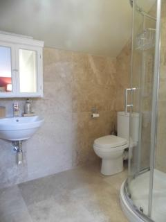 Shippon en-suite bathroom