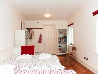 Quiet Central London home, sleeps 15
