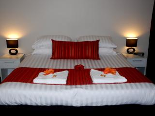 Thoroughly modern bedding and decor