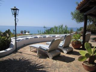 TROPEA- VILLA SEASIDE - DIRECT ACCESS TO THE BEACH, Tropea