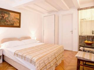 Old Town Economy Apartments - Double Room