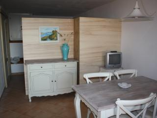 COZY APARTMENT WITH SEA VIEW ON SARDINIA'S EMERALD COAST, Cannigione