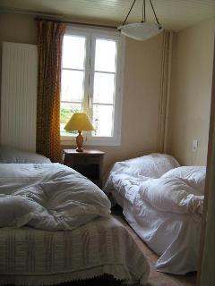 la chambre aux 2 petits lits en hiver ;