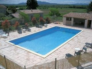French holiday homes with pool sleeps 6, Canaules-et-Argentieres