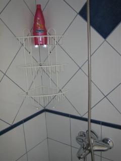 neu wurde hinten ein Badzimmer mit Dusche, WC, Lavabo erstellt.