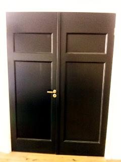 Black door, luxury bartroom entrance