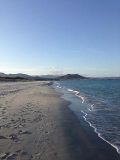 Belle e grandi spiagge con acqua cristallina a poche centinaia di metri raggiungibili a piedi