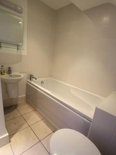 en-suite bathroom to top floor double room (06/2014)
