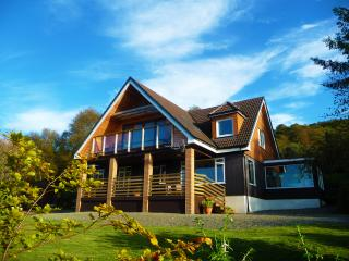 Ardfyne on Loch Fyne Very spacious 4 bath lodge style home in stunning setting